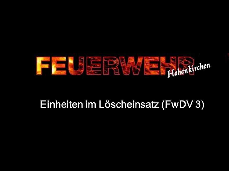 25.11.2007 Feuerwehr Hohenkirchen Eike Eilers 32 Einsatz ohne Bereitstellung Nach kurzer Lageschilderung folgt –Wasserentnahmestelle (Fahrzeugtank) –Lage des Verteilers (Auf der Mitte vom Parklplatz) –Einheit (Angrifftrupp) –Auftrag (zur Menschenrettung) –Mittel (mit Trage) –Ziel (in das 1.