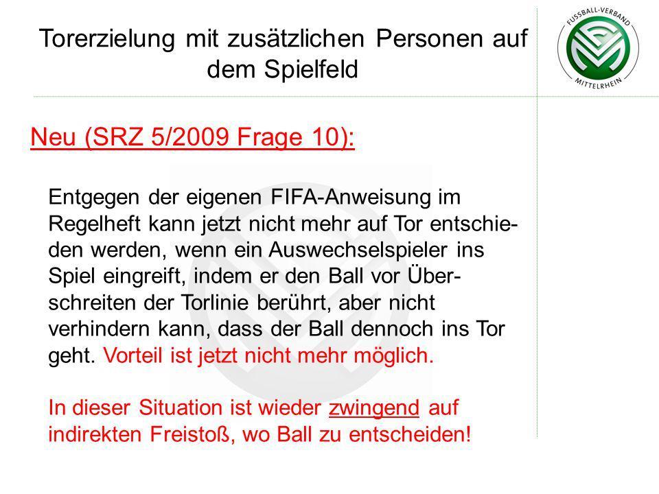 Neu (SRZ 5/2009 Frage 10): Entgegen der eigenen FIFA-Anweisung im Regelheft kann jetzt nicht mehr auf Tor entschie- den werden, wenn ein Auswechselspi