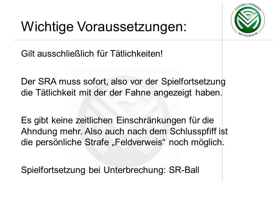 Wichtige Voraussetzungen: Der SRA muss sofort, also vor der Spielfortsetzung die Tätlichkeit mit der der Fahne angezeigt haben. Es gibt keine zeitlich