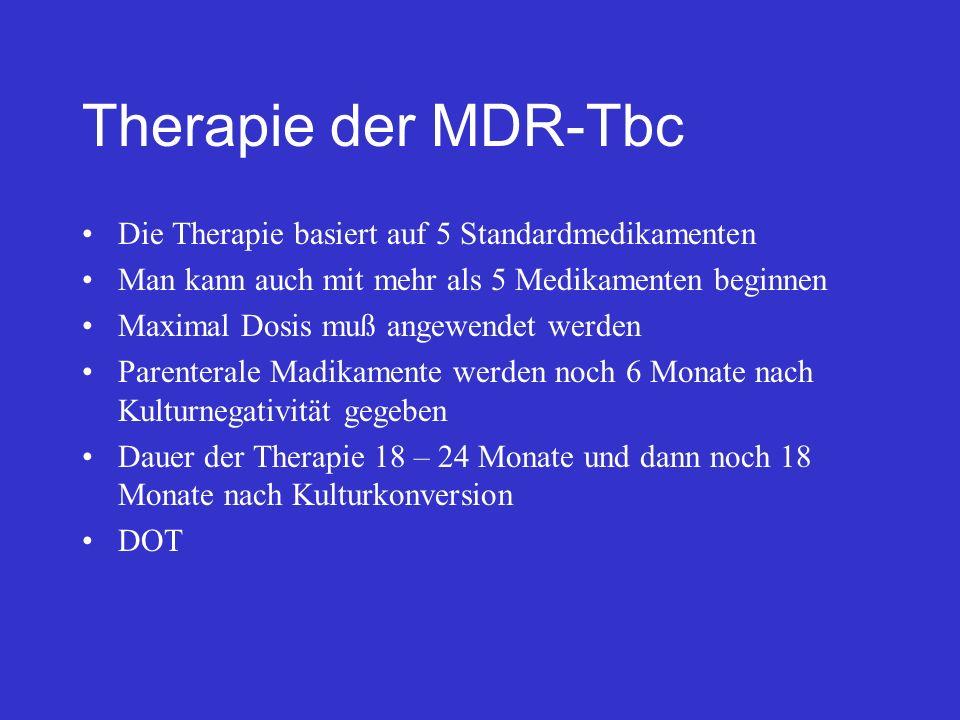 Therapie der MDR-Tbc Die Therapie basiert auf 5 Standardmedikamenten Man kann auch mit mehr als 5 Medikamenten beginnen Maximal Dosis muß angewendet w