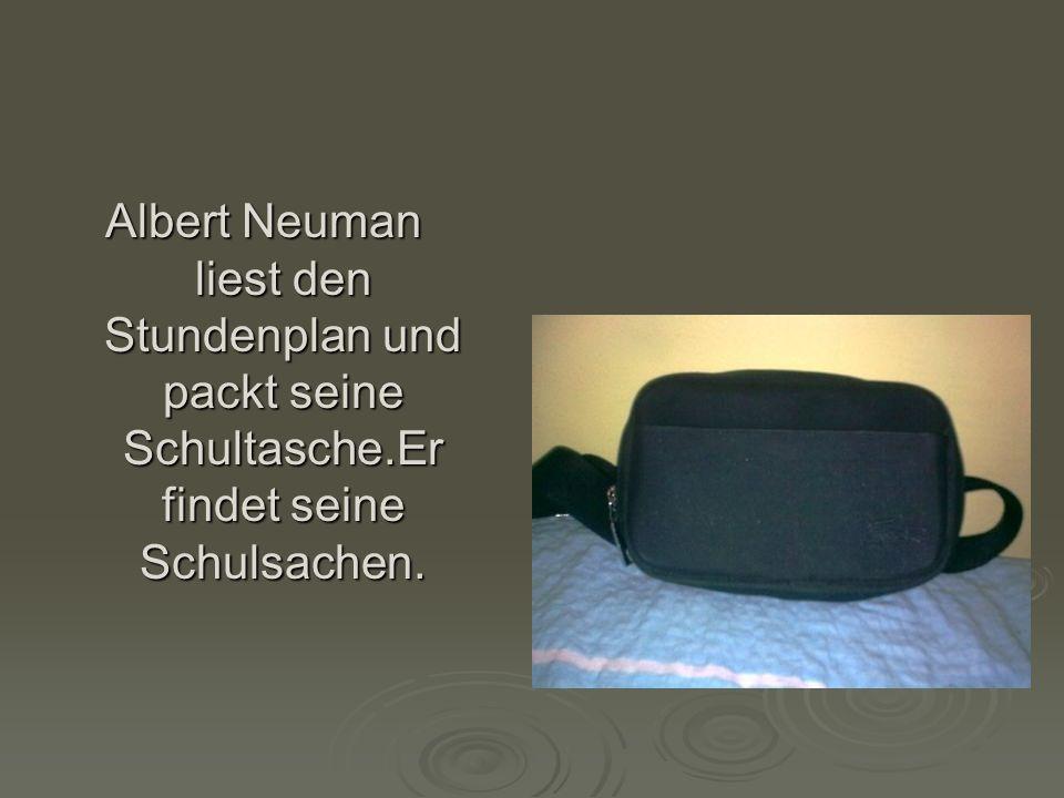 Albert Neuman liest den Stundenplan und packt seine Schultasche.Er findet seine Schulsachen.