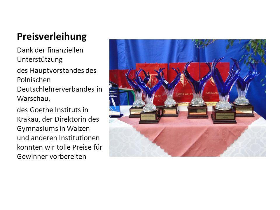 Preisverleihung Dank der finanziellen Unterstützung des Hauptvorstandes des Polnischen Deutschlehrerverbandes in Warschau, des Goethe Instituts in Krakau, der Direktorin des Gymnasiums in Walzen und anderen Institutionen konnten wir tolle Preise für Gewinner vorbereiten
