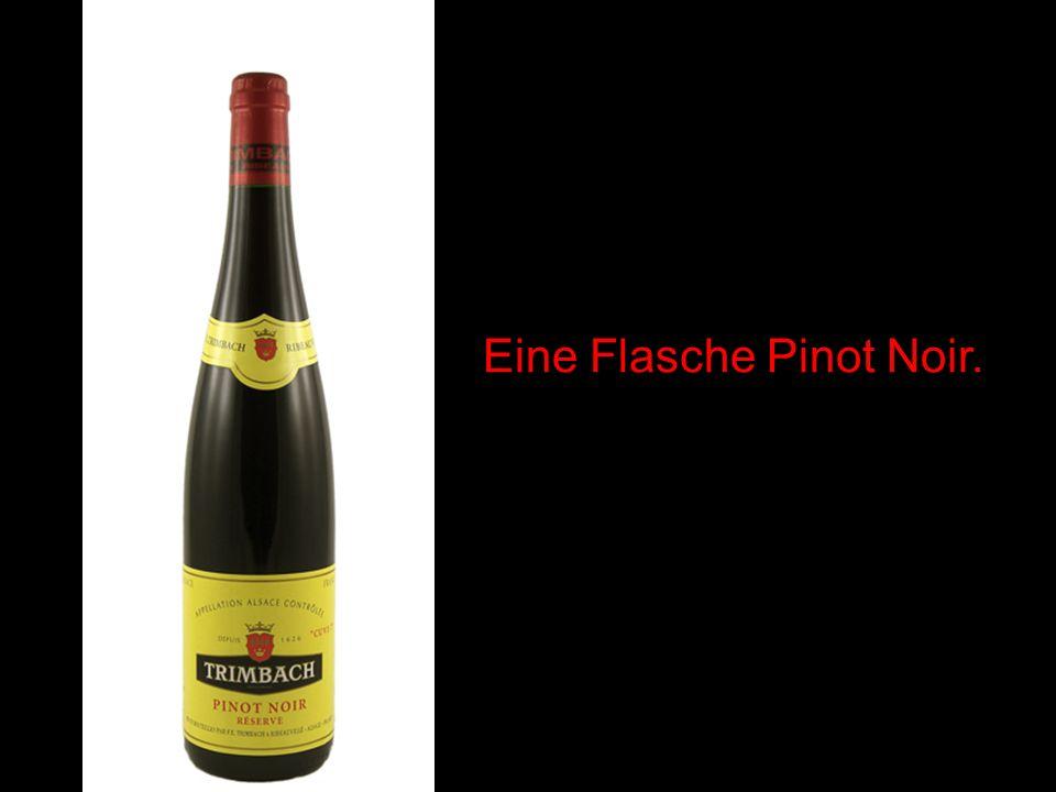 Eine Flasche Pinot Noir.
