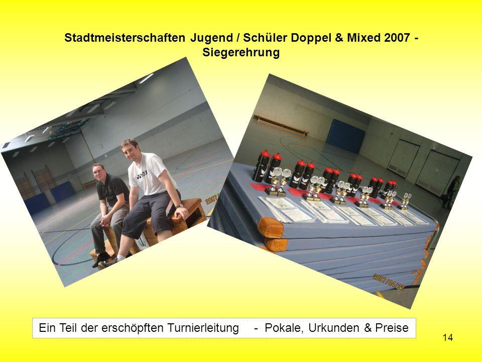 14 Stadtmeisterschaften Jugend / Schüler Doppel & Mixed 2007 - Siegerehrung Ein Teil der erschöpften Turnierleitung - Pokale, Urkunden & Preise