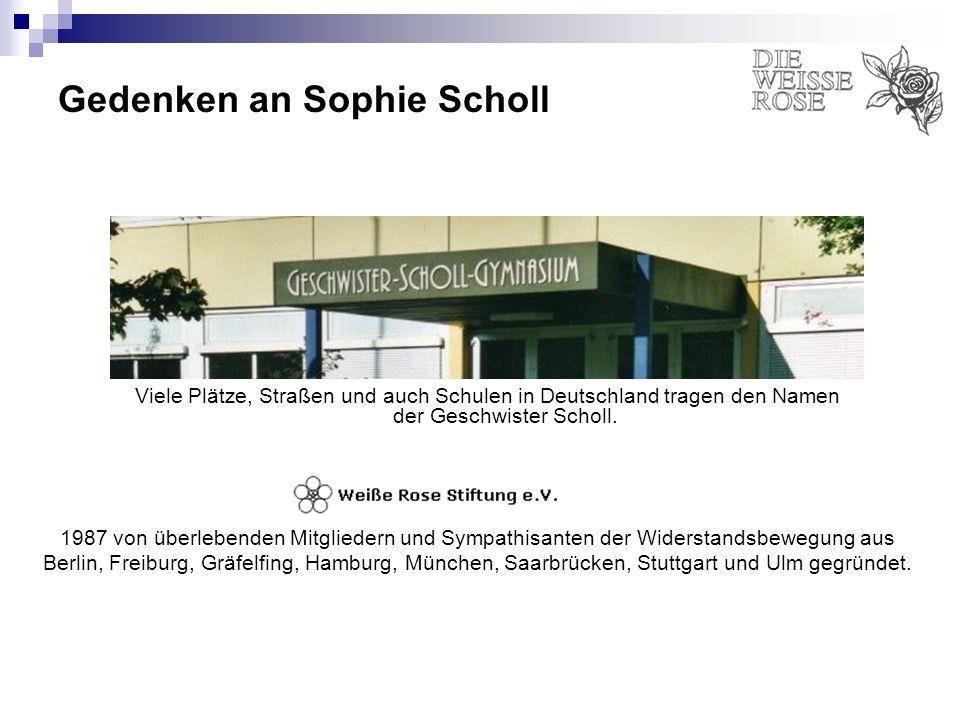 Gedenken an Sophie Scholl Viele Plätze, Straßen und auch Schulen in Deutschland tragen den Namen der Geschwister Scholl. 1987 von überlebenden Mitglie