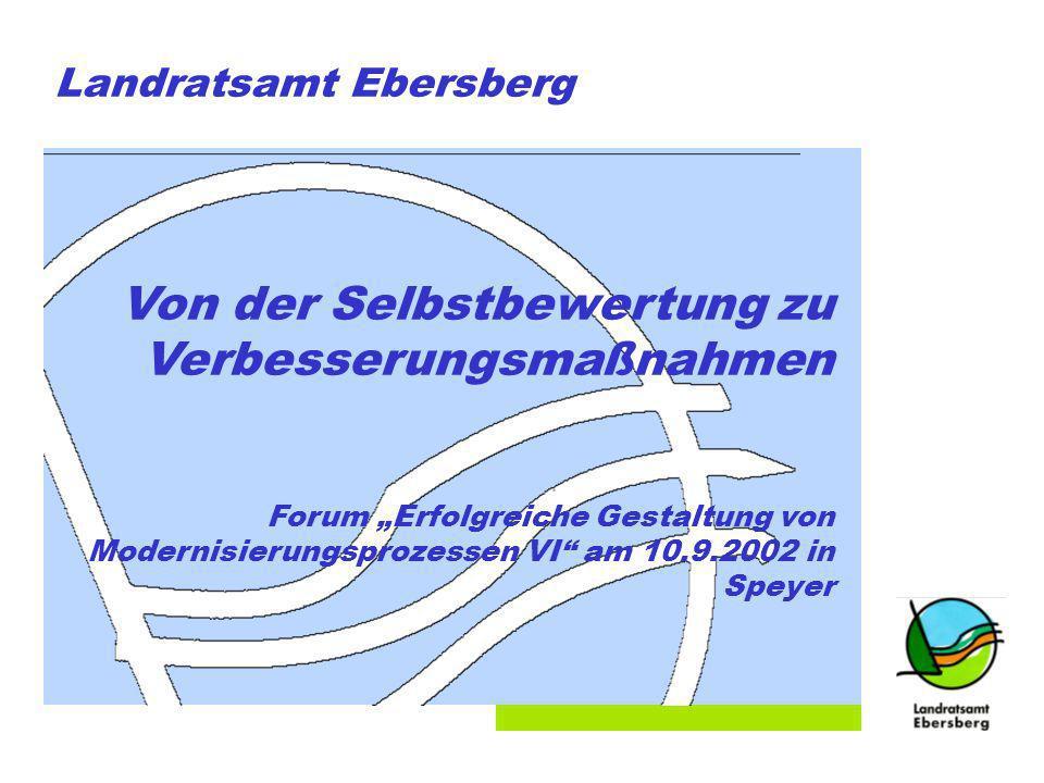 Folie 1 Landratsamt Ebersberg Von der Selbstbewertung zu Verbesserungsmaßnahmen Forum Erfolgreiche Gestaltung von Modernisierungsprozessen VI am 10.9.2002 in Speyer