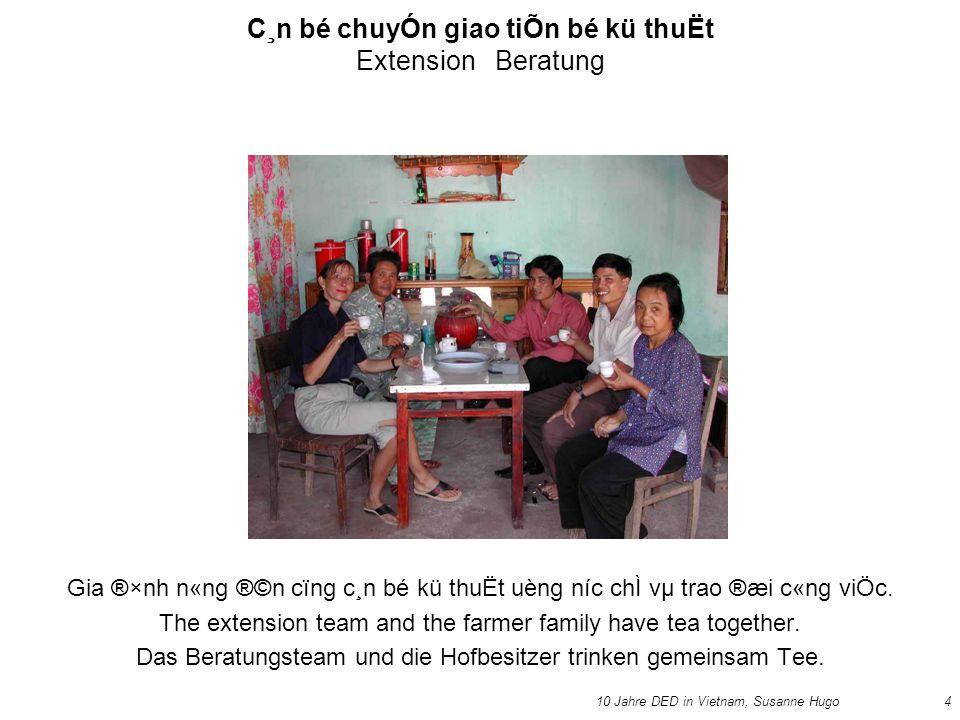 10 Jahre DED in Vietnam, Susanne Hugo4 C¸n bé chuyÓn giao tiÕn bé kü thuËt Extension Beratung Gia ®×nh n«ng ®©n cïng c¸n bé kü thuËt uèng níc chÌ vµ trao ®æi c«ng viÖc.