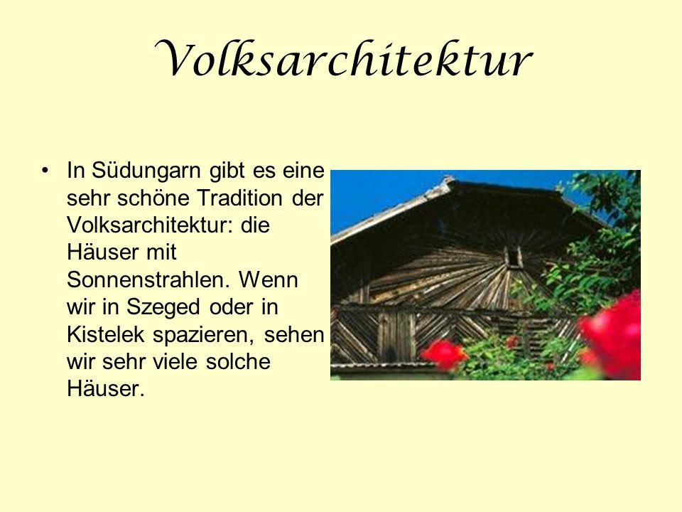 Volksarchitektur In Südungarn gibt es eine sehr schöne Tradition der Volksarchitektur: die Häuser mit Sonnenstrahlen. Wenn wir in Szeged oder in Kiste