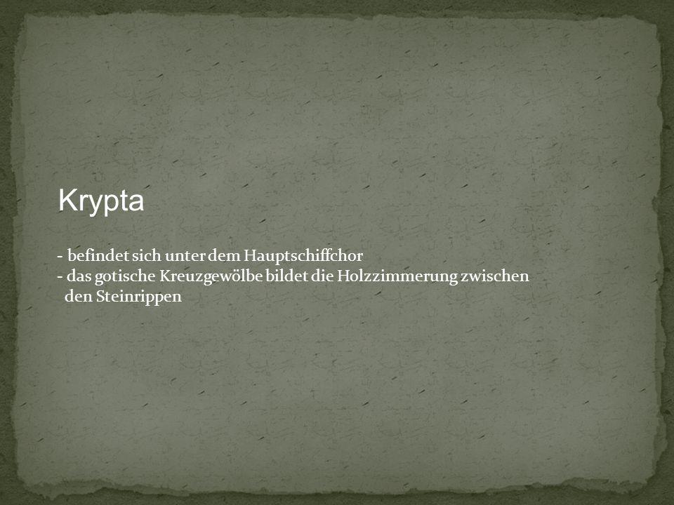 Krypta - befindet sich unter dem Hauptschiffchor - das gotische Kreuzgewölbe bildet die Holzzimmerung zwischen den Steinrippen