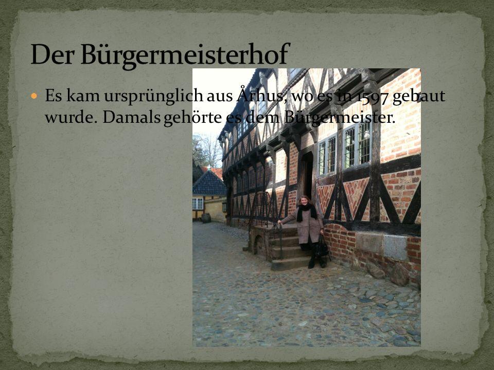 Es kam ursprünglich aus Århus, wo es in 1597 gebaut wurde. Damals gehörte es dem Bürgermeister.