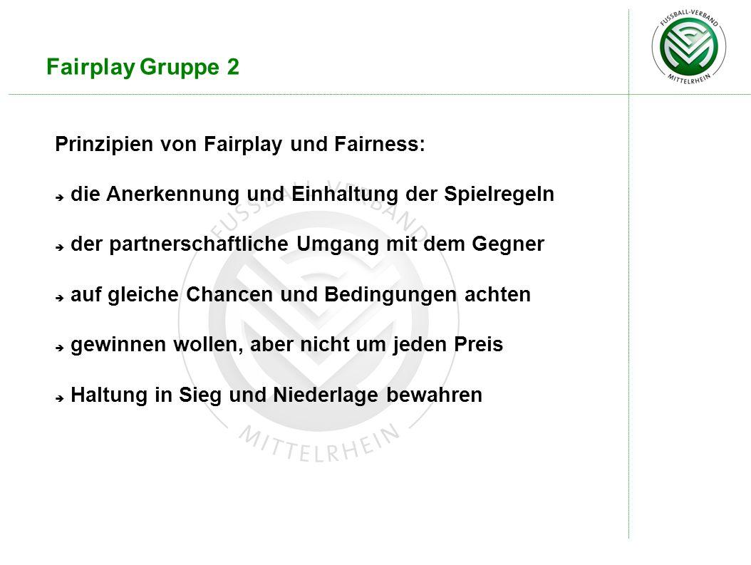 Fairplay Gruppe 2 Prinzipien von Fairplay und Fairness: die Anerkennung und Einhaltung der Spielregeln der partnerschaftliche Umgang mit dem Gegner auf gleiche Chancen und Bedingungen achten gewinnen wollen, aber nicht um jeden Preis Haltung in Sieg und Niederlage bewahren