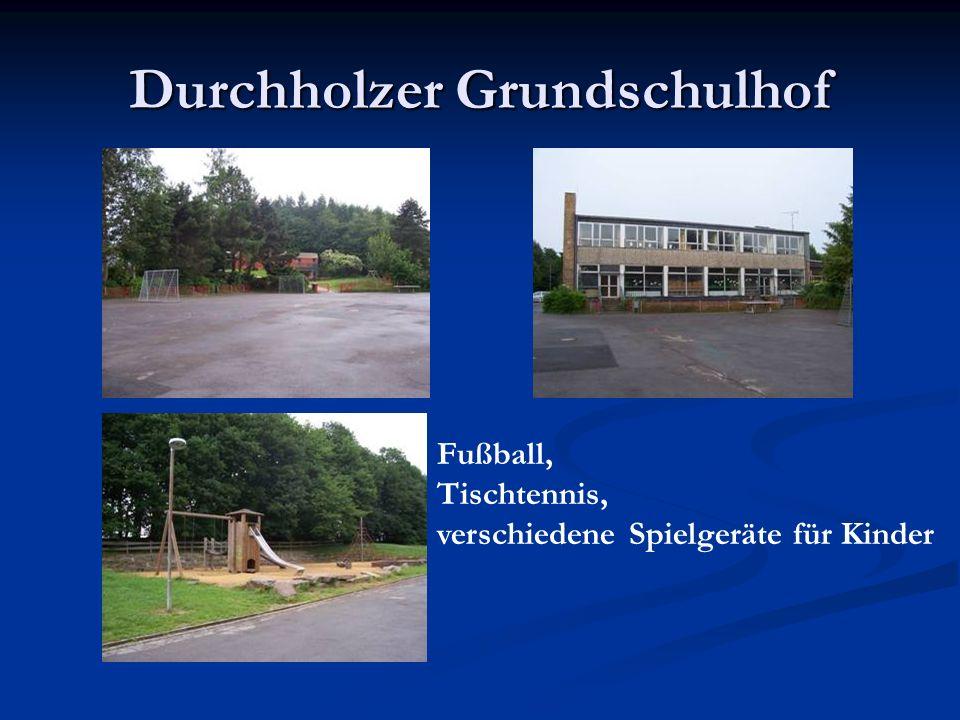 Durchholzer Grundschulhof Fußball, Tischtennis, verschiedene Spielgeräte für Kinder