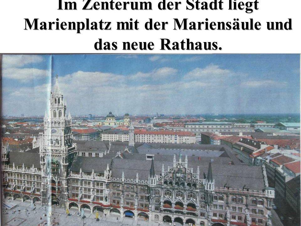 Im Zenterum der Stadt liegt Marienplatz mit der Mariensäule und das neue Rathaus.