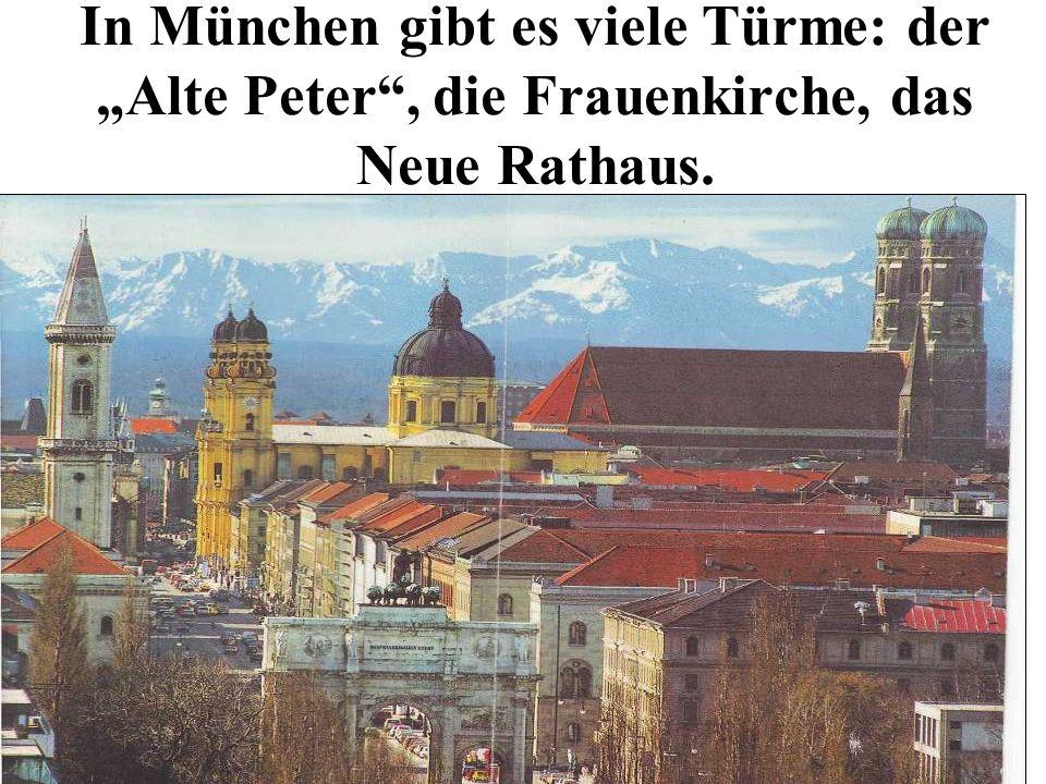 In München gibt es viele Türme: der Alte Peter, die Frauenkirche, das Neue Rathaus.