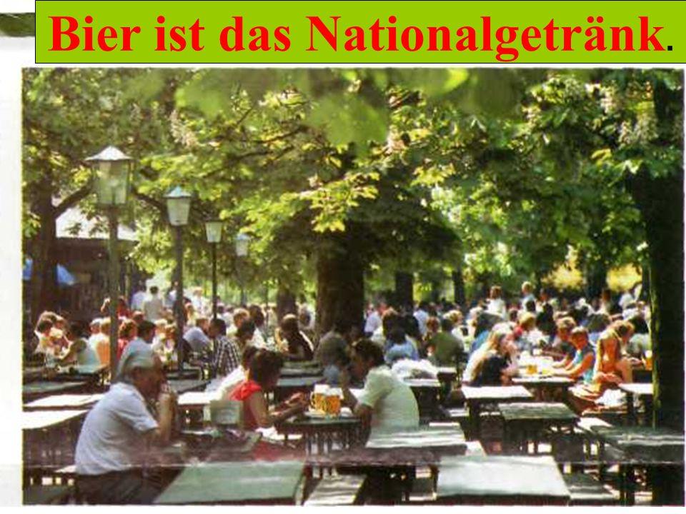 Bier ist das Nationalgetränk. Biergarten Bier ist das Nationalgetränk.