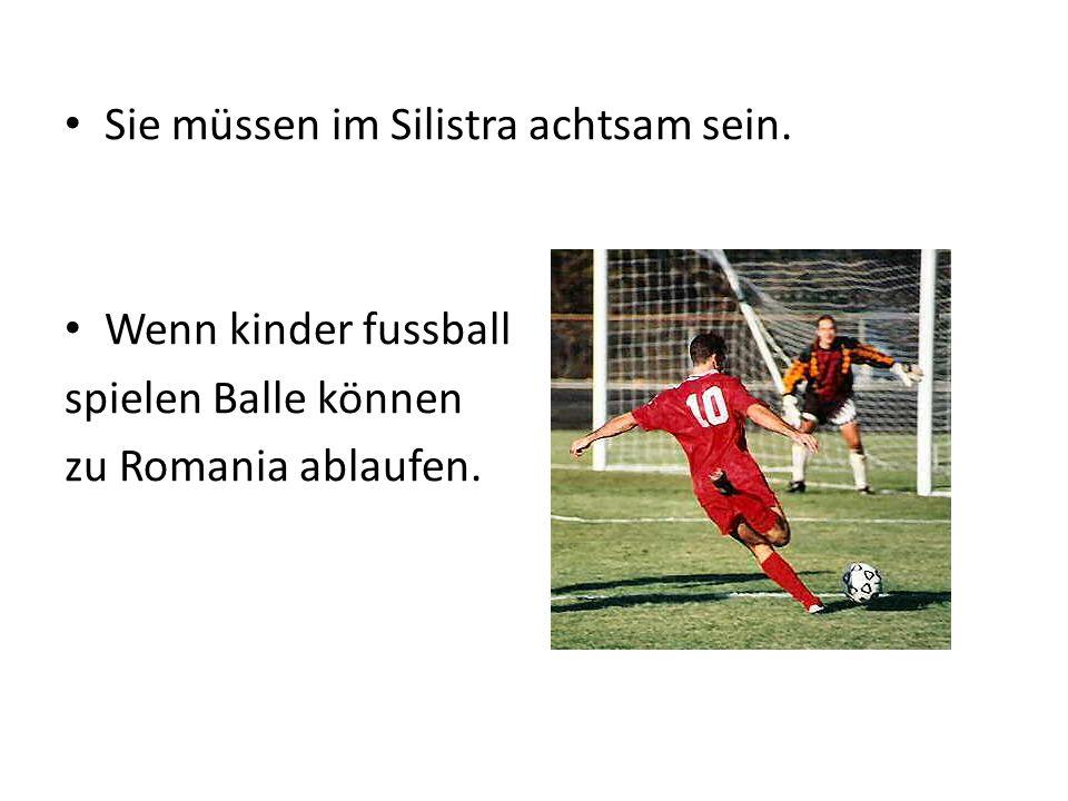 Sie müssen im Silistra achtsam sein. Wenn kinder fussball spielen Balle können zu Romania ablaufen.