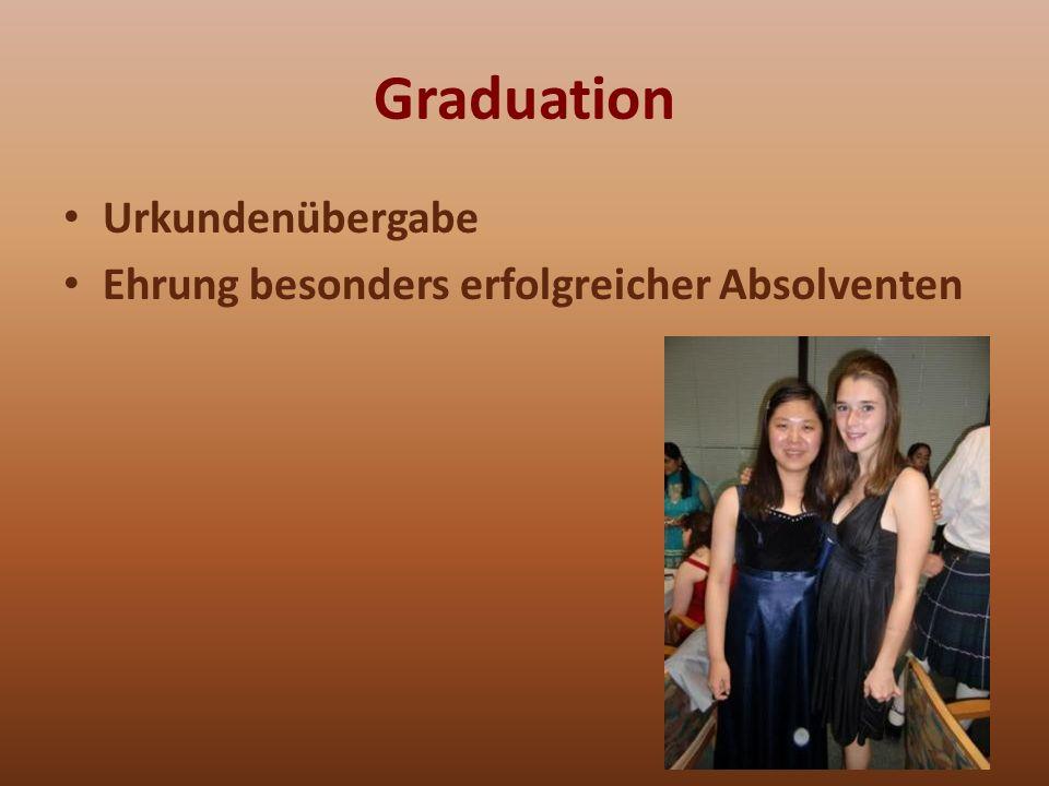 Graduation Urkundenübergabe Ehrung besonders erfolgreicher Absolventen