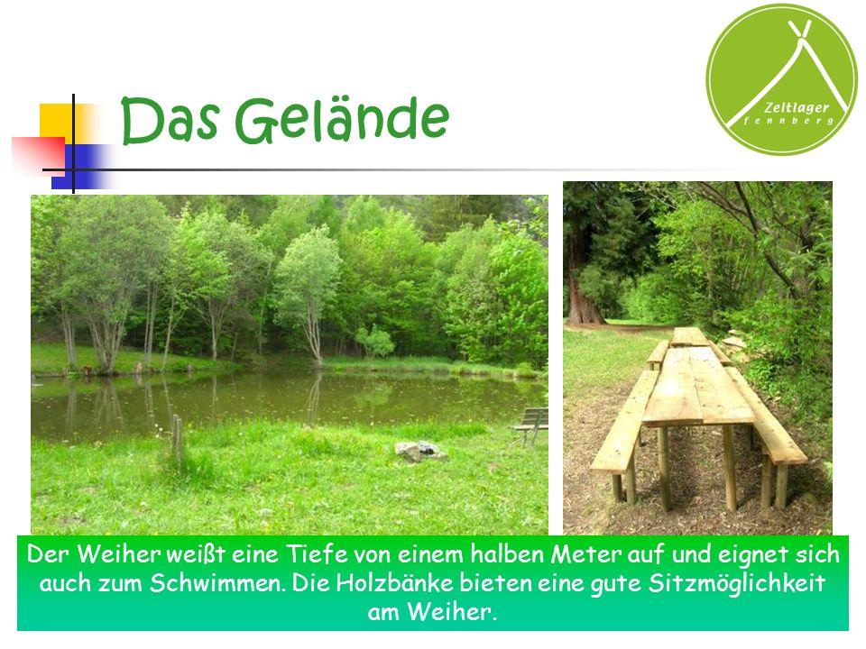 Das Gelände Der Weiher weißt eine Tiefe von einem halben Meter auf und eignet sich auch zum Schwimmen. Die Holzbänke bieten eine gute Sitzmöglichkeit