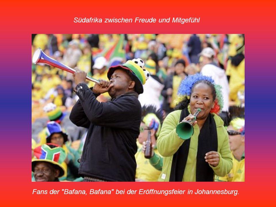 Südafrika zwischen Freude und Mitgefühl Fans der Bafana, Bafana bei der Eröffnungsfeier in Johannesburg.