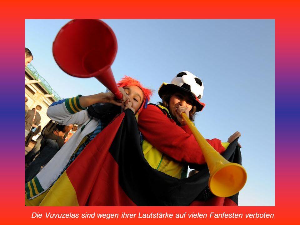 Südafrikanische Fußball-Fans machen Lärm mit ihren Vuvuzelas