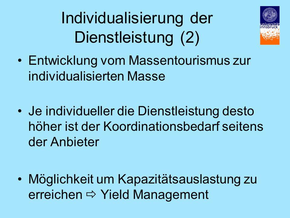 Individualisierung der Dienstleistung (2) Entwicklung vom Massentourismus zur individualisierten Masse Je individueller die Dienstleistung desto höher ist der Koordinationsbedarf seitens der Anbieter Möglichkeit um Kapazitätsauslastung zu erreichen Yield Management