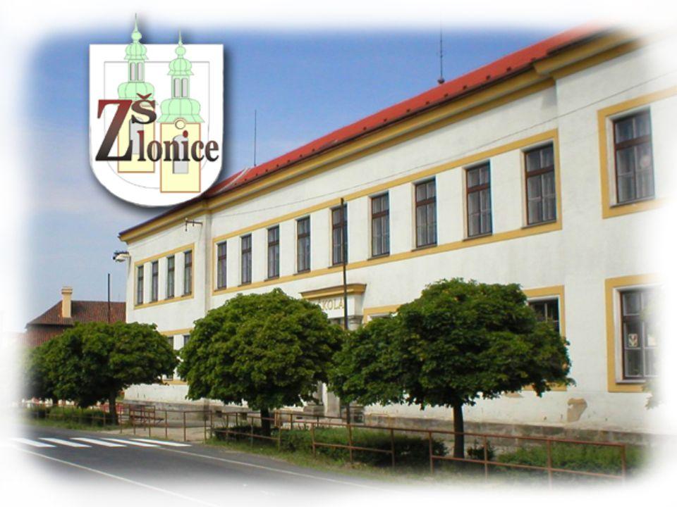 Im Gebäude befinden sich eine Turnhalle, ein Computerraum und zwei Fremdsprachenräume, in denen die Schüler Fremdsprachen mit Hilfe des Computers erlernen können.