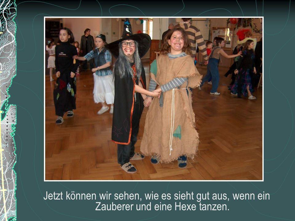 Jetzt können wir sehen, wie es sieht gut aus, wenn ein Zauberer und eine Hexe tanzen.
