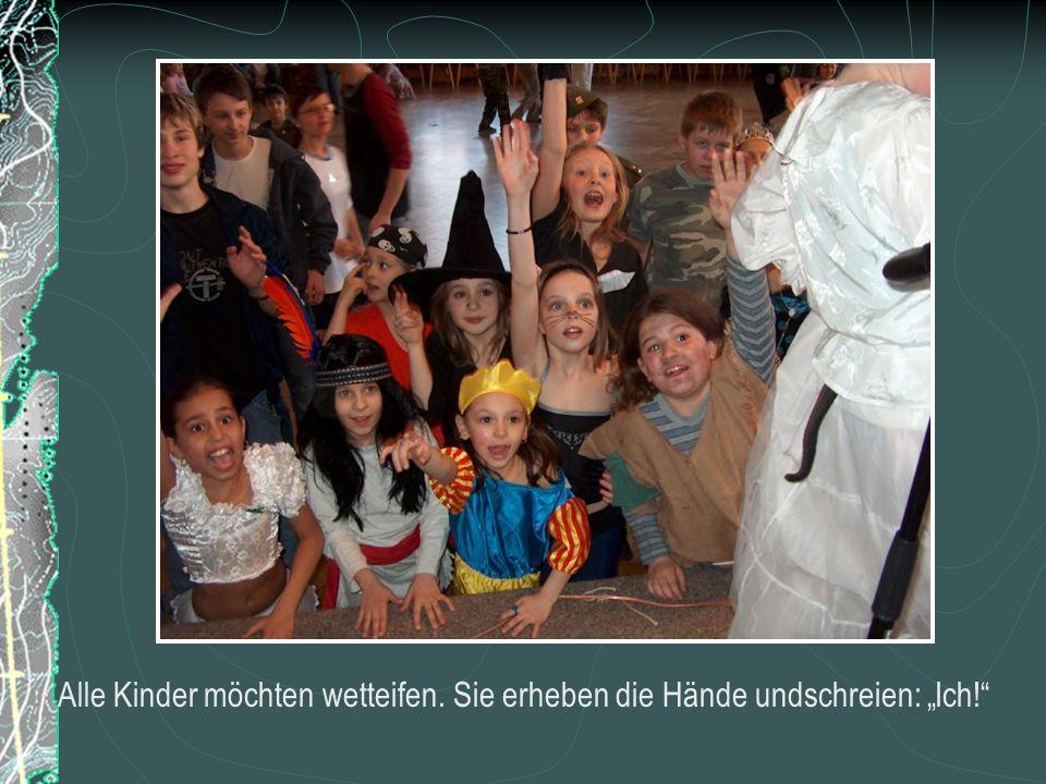 Alle Kinder möchten wetteifen. Sie erheben die Hände undschreien: Ich!
