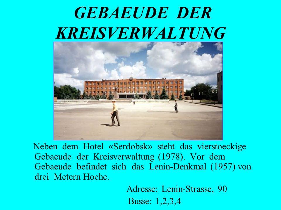 GEBAEUDE DER KREISVERWALTUNG Neben dem Hotel «Serdobsk» steht das vierstoeckige Gebaeude der Kreisverwaltung (1978). Vor dem Gebaeude befindet sich da