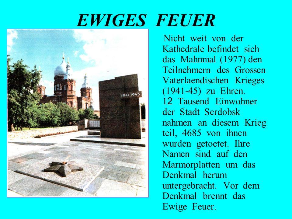 EWIGES FEUER Nicht weit von der Kathedrale befindet sich das Mahnmal (1977) den Teilnehmern des Grossen Vaterlaendischen Krieges (1941-45) zu Ehren. 1