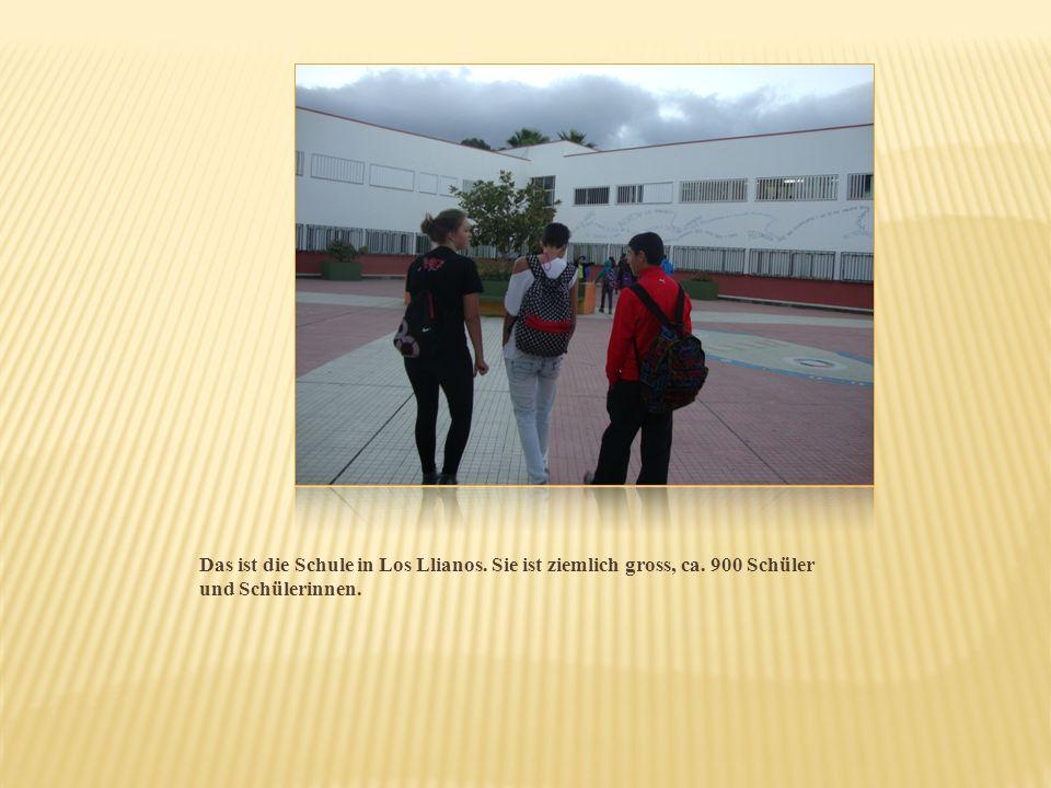 Das ist die Schule in Los Llianos. Sie ist ziemlich gross, ca. 900 Schüler und Schülerinnen.