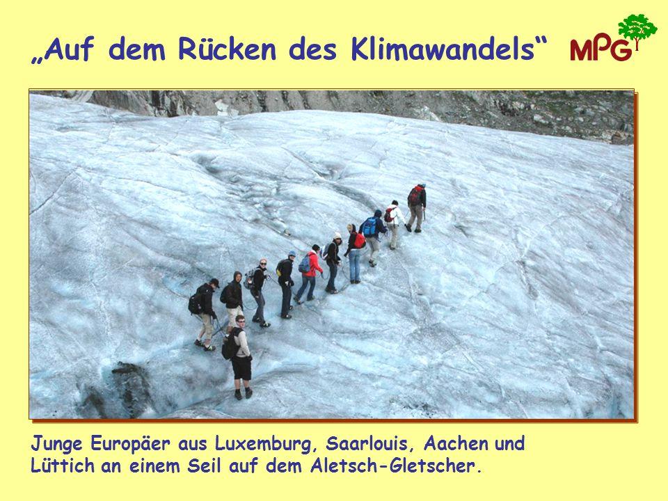 Auf dem Rücken des Klimawandels Junge Europäer aus Luxemburg, Saarlouis, Aachen und Lüttich an einem Seil auf dem Aletsch-Gletscher.