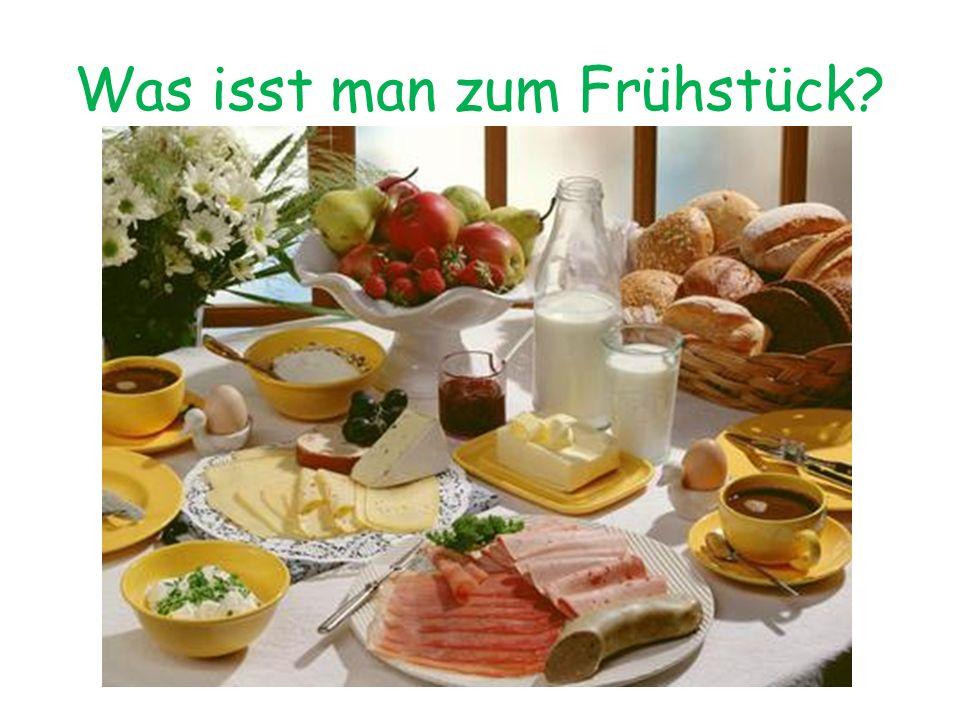 Mittagessen Das Mittagessen ist die Hauptmahlzeit des Tages und besteht meist aus Kartoffeln, Gemüse und Fleisch.