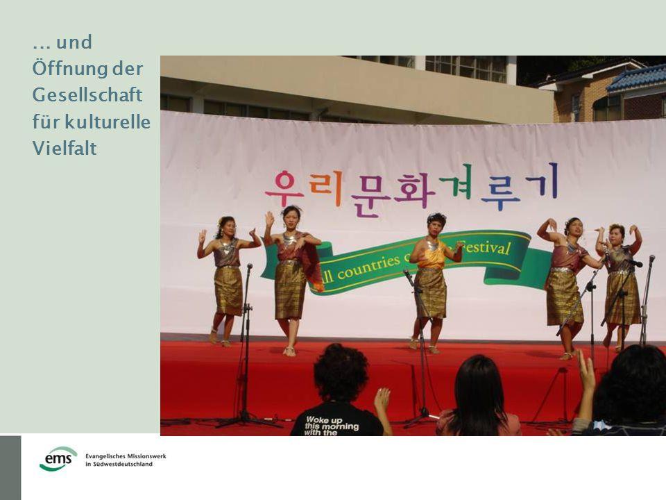 ... und Öffnung der Gesellschaft für kulturelle Vielfalt