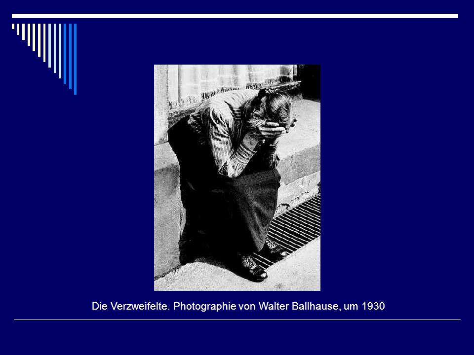 Die Verzweifelte. Photographie von Walter Ballhause, um 1930