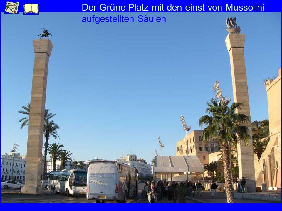 Der Grüne Platz mit den einst von Mussolini aufgestellten Säulen