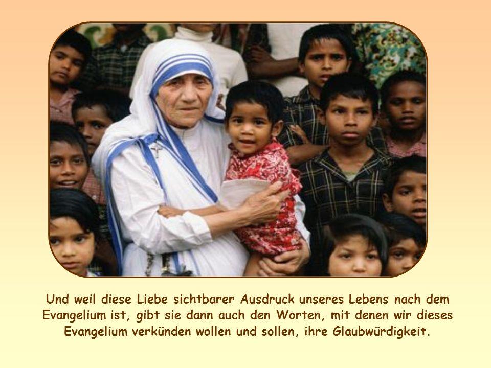 Es ist eine Liebe, die uns Christus in den Schwestern und Brüdern erkennen lässt, gemäß den Worten Jesu:... das habt ihr mir getan. 4) Sie steckt ande