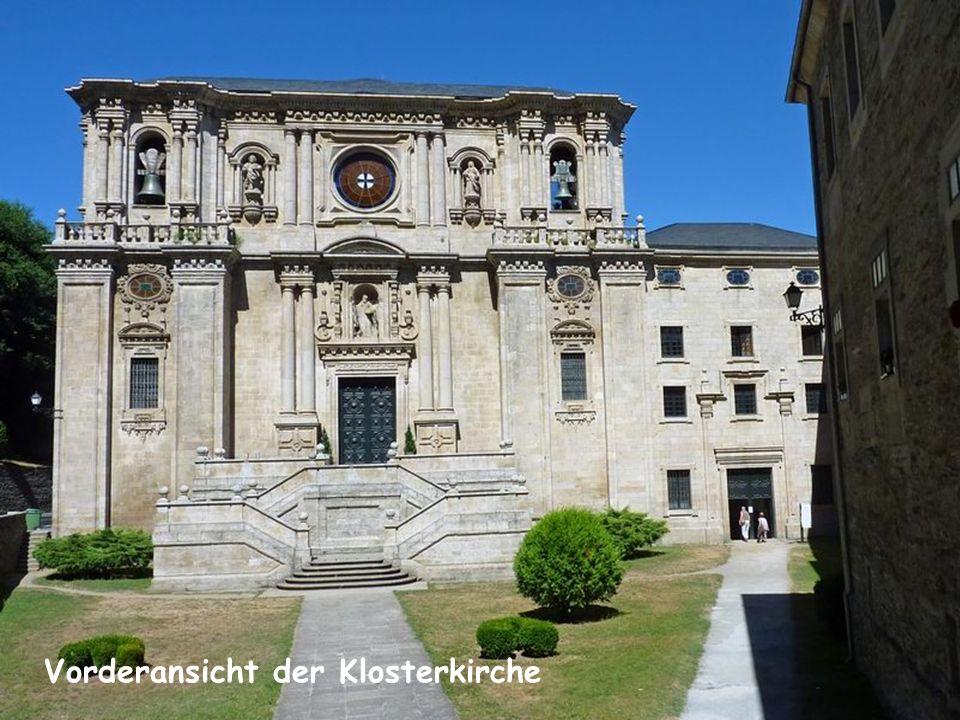Das Kloster Samos blickt auf eine über tausendjährige Geschichte zurück. Dessen Gründung soll auf Martin von Braga zurückgehen, der in der westgotisch