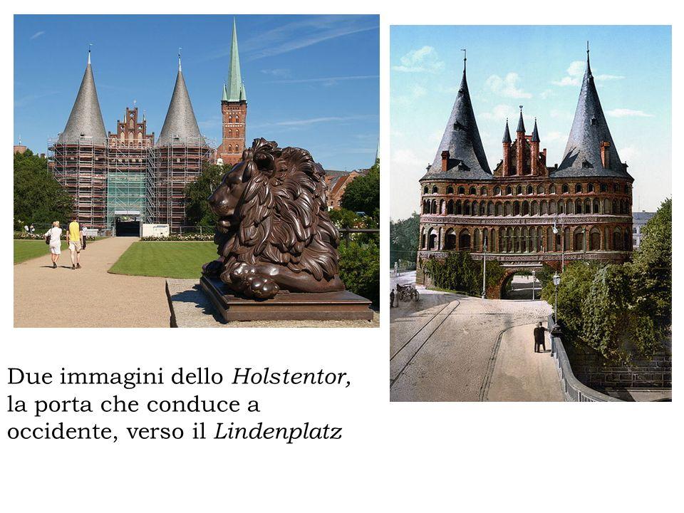 Due immagini dello Holstentor, la porta che conduce a occidente, verso il Lindenplatz