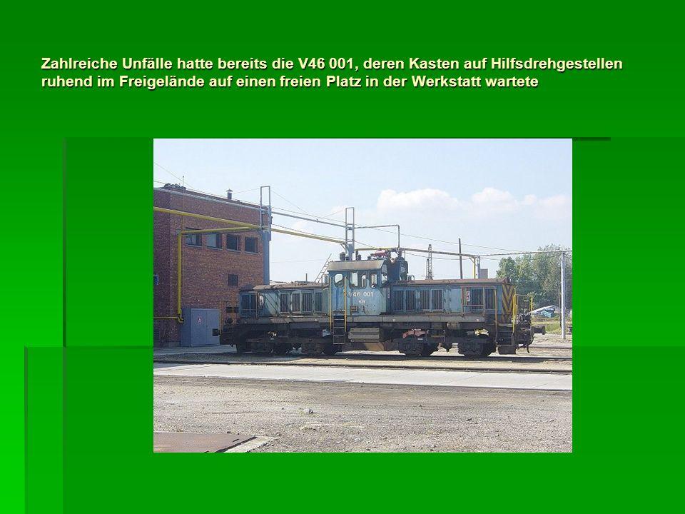 Zahlreiche Unfälle hatte bereits die V46 001, deren Kasten auf Hilfsdrehgestellen ruhend im Freigelände auf einen freien Platz in der Werkstatt wartet