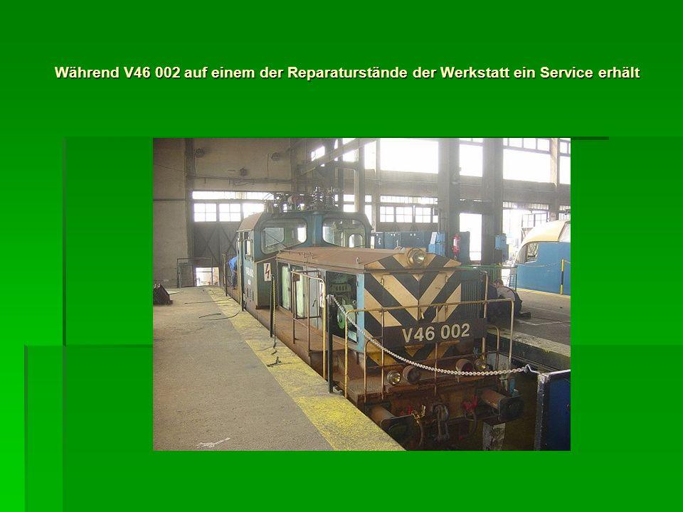 Während V46 002 auf einem der Reparaturstände der Werkstatt ein Service erhält