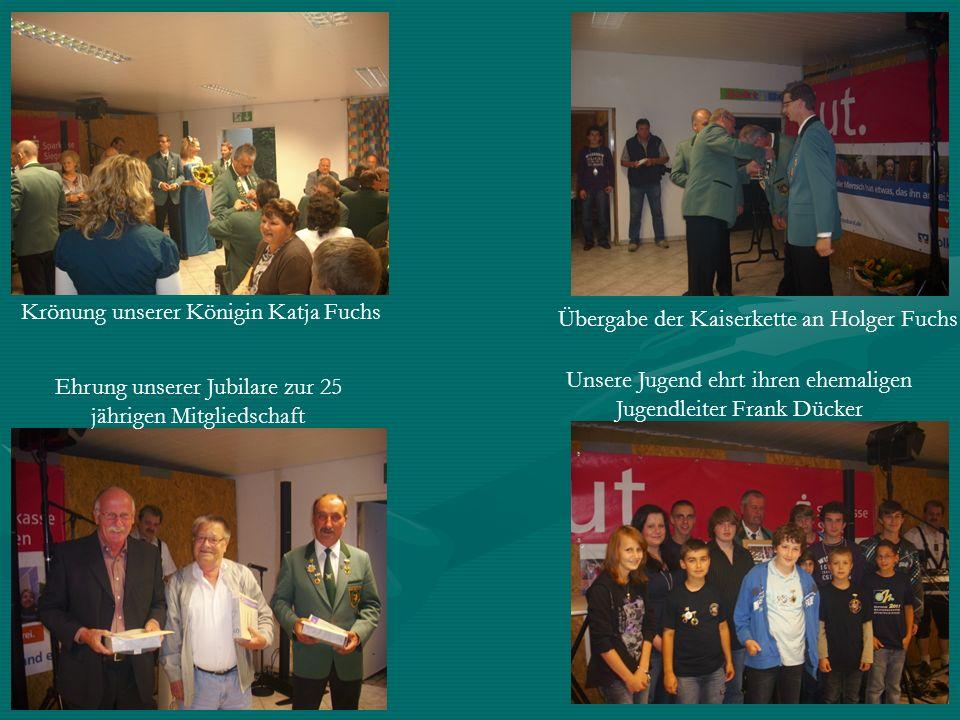 Unsere Jugend ehrt ihren ehemaligen Jugendleiter Frank Dücker Übergabe der Kaiserkette an Holger Fuchs Krönung unserer Königin Katja Fuchs Ehrung unse