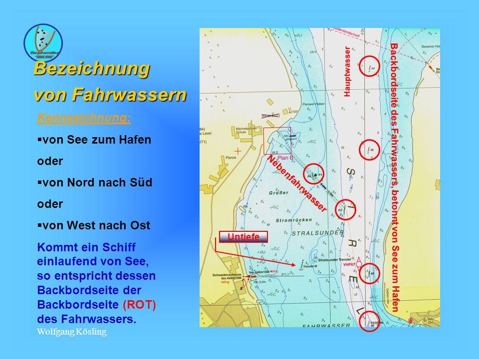 Wolfgang Kösling Bezeichnung von Fahrwassern Kennzeichnung: von See zum Hafen oder von Nord nach Süd oder von West nach Ost Kommt ein Schiff einlaufend von See, so entspricht dessen Backbordseite der Backbordseite (ROT) des Fahrwassers.
