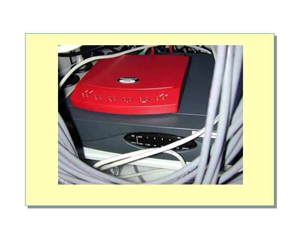 Übersicht Definition Netzwerk Zwei Konzepte: Peer to Peer, Client-Server Serverdienste Grösse von Netzwerken Verbindungskomponenten Topologien / Technologien Erweitern des Netzwerkes