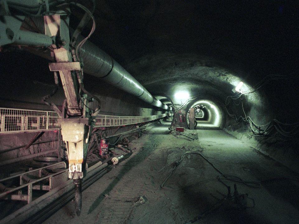 Vorbeschleuniger l Schon jetzt werden Strahlen mit den nominalen Parametern für den LHC im SPS beschleunigt l Die Extraktion vom SPS mit einem neuen System wurde im Sommer 2003 erfolgreich in Betrieb genommen B.Goddard