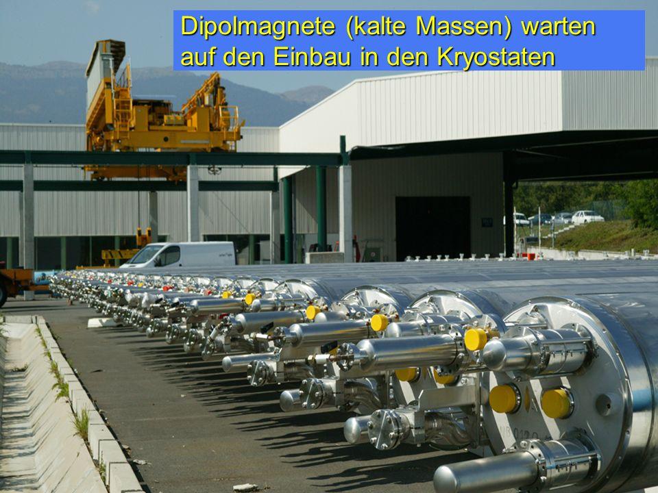Dipolmagnete (kalte Massen) warten auf den Einbau in den Kryostaten