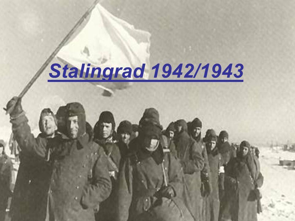 Lage an der Front wird angespannter: Front auf 4000 km ausgedehnt Nachschub gerät ins Stocken Flanken des Angriffs schlecht besetzt und geschützt Achillesferse des deutschen Plans 19.November: Beginn der Gegenoffensive der Sowjets unter dem Decknamen Operation Uranus Die Operation war äußerst erfolgreich und die 6.Armee wurde in Stalingrad einkekesselt.