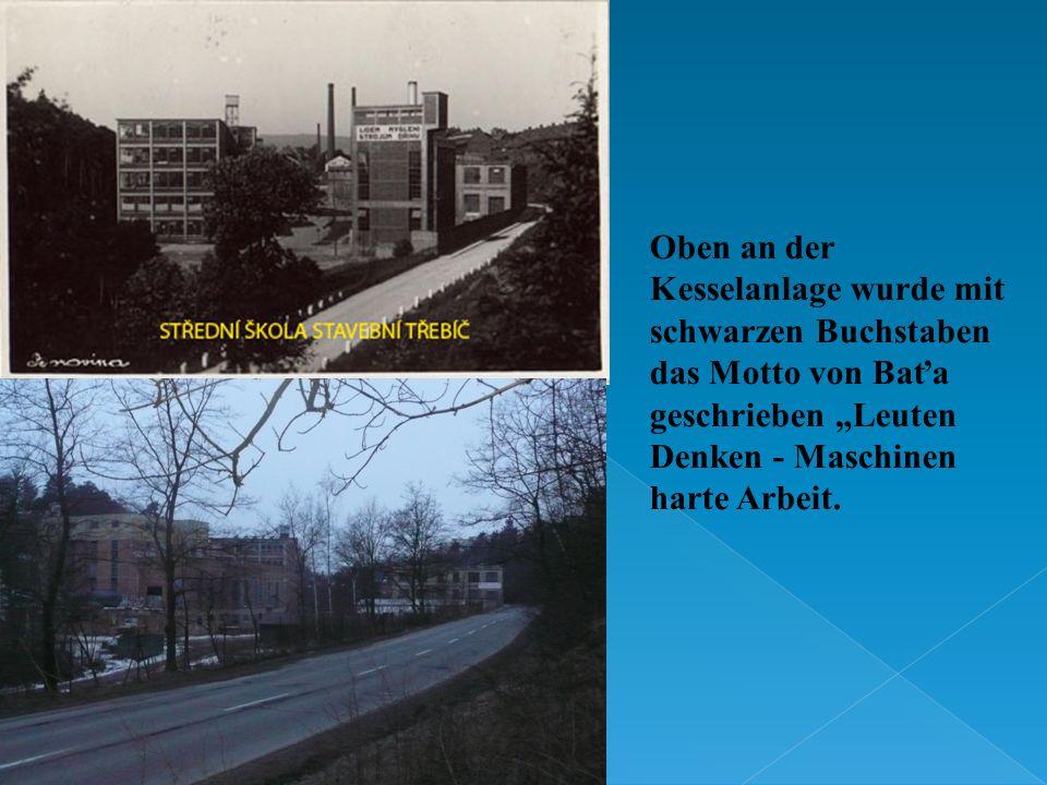 Oben an der Kesselanlage wurde mit schwarzen Buchstaben das Motto von Baťa geschrieben Leuten Denken - Maschinen harte Arbeit.