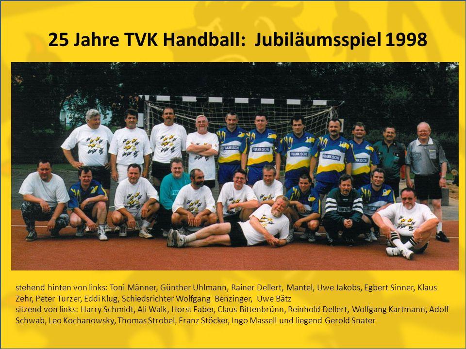 25 Jahre TVK Handball: Jubiläumsspiel 1998 stehend hinten von links: Toni Männer, Günther Uhlmann, Rainer Dellert, Mantel, Uwe Jakobs, Egbert Sinner,