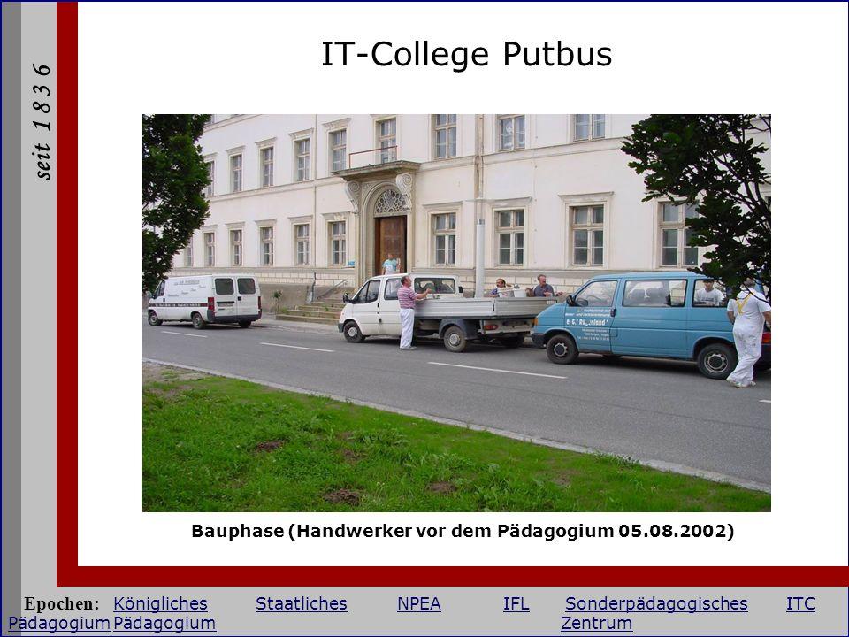 seit 1 8 3 6 IT-College Putbus Bauphase (Handwerker vor dem Pädagogium 05.08.2002) Epochen: KöniglichesStaatlichesNPEAIFLSonderpädagogischesITC Pädago